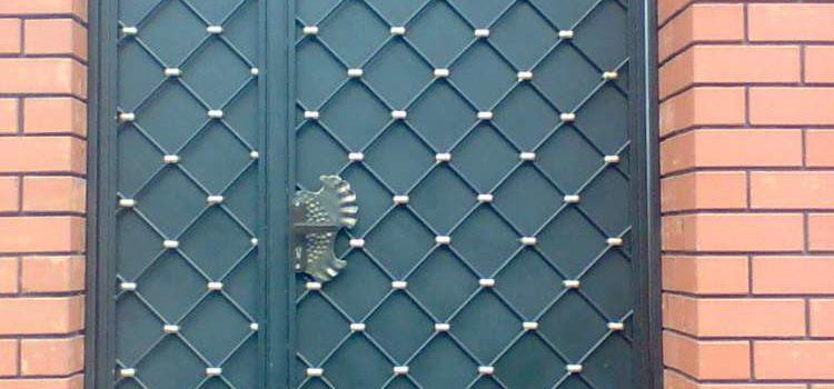 Кованые ограждения и входные двери
