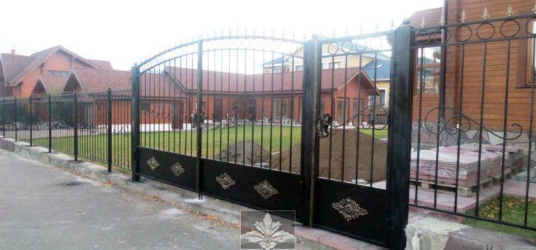 Кованые заборы, калитки, ворота частных домов